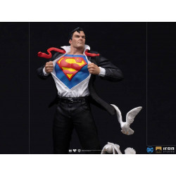 DC Comics Estatua 1/10 Deluxe Art Scale Clark Kent 29 cm