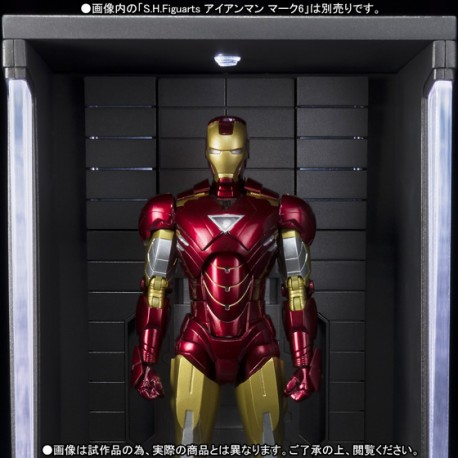 Marvel Comics SH Figuarts Iron Man Mark VI 15 cm + Hall of Armor